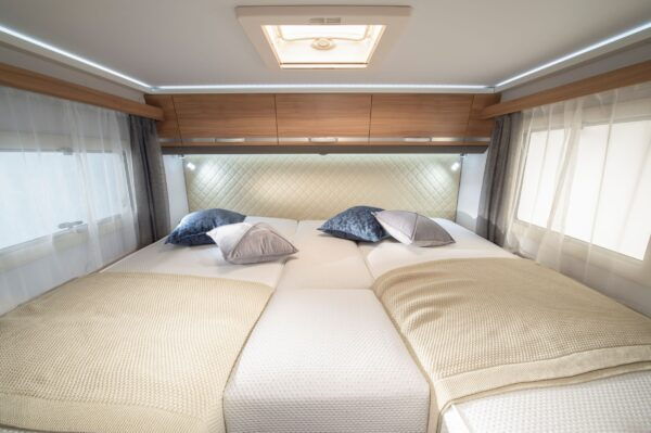 Matkaauto voodi kolm kohta