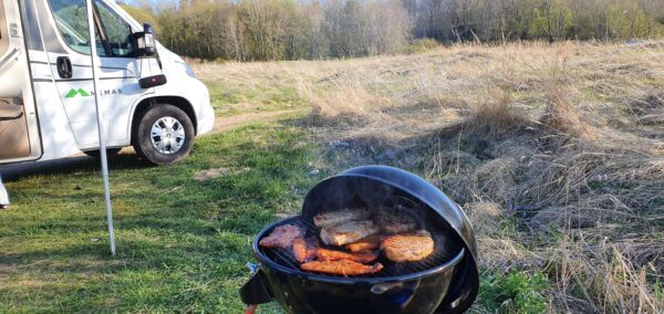matkaauto külg grill