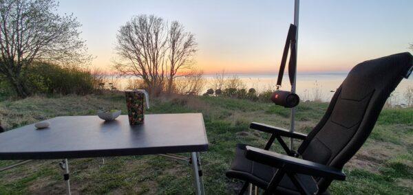 matkaauto tool laud päikeseloojang